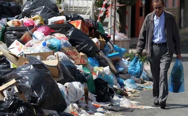 Италии грозят санкции ЕС из-за мусорного кризиса в Риме