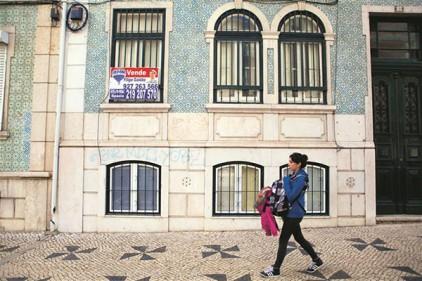 Португалия: недвижимость в Лиссабоне и Порту теряет в цене