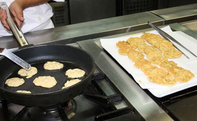 Португалия: студенты-повара делятся едой с нуждающимися
