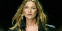 У модели Кейт Мосс парализовало правую руку