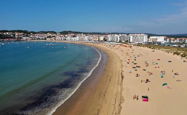 Португалия: на пляже Foz do Arelho запрещено купание