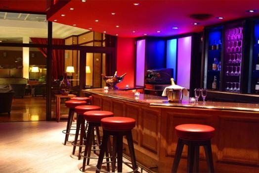 Приглашаются молодые, привлекательные девушки для работы в ночном баре