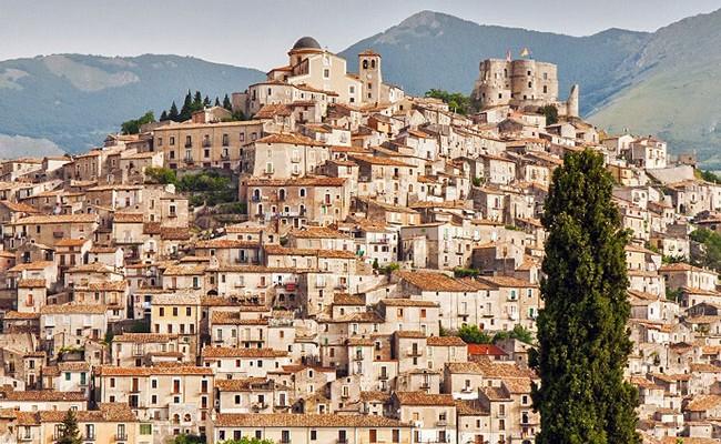 В городе на юге Италии бесплатно раздают дома