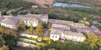 Италия: средневековая деревня продается в Тоскане