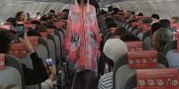 Испания: на борту самолета Iberia Express устроили показ мод