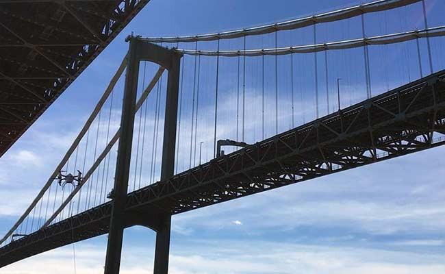 Дрон впервые использовали для осмотра моста и под водой