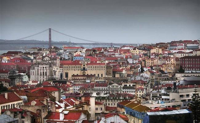 Португалия: бронирования отелей упали