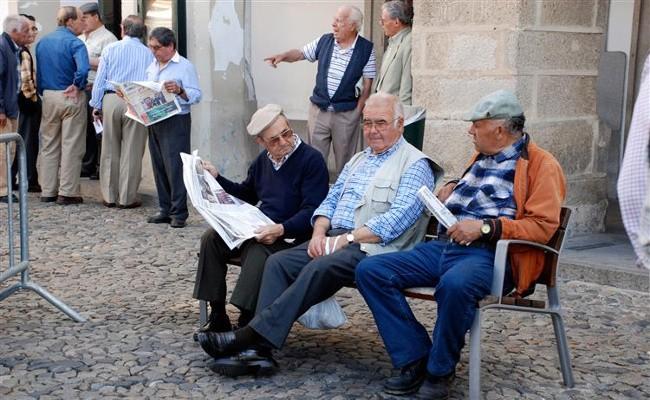 В Португалии более старое население, чем в Испании, и больше детей вне брака