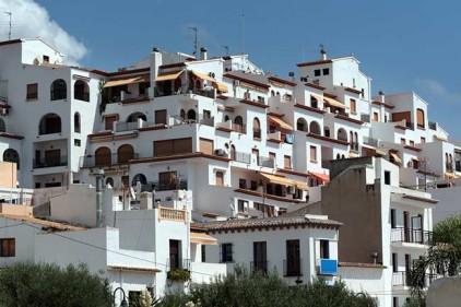 Инвесторы активно скупают жилье в Испании