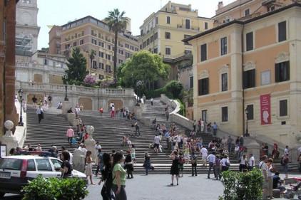 Италия: пьяный водитель заехал на Испанскую лестницу в Риме