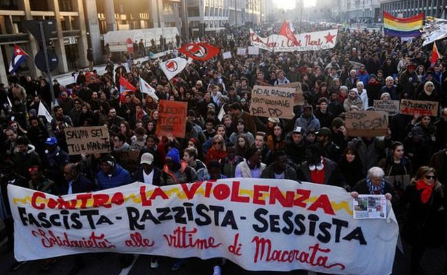 В Италии прошел митинг против расизма и фашизма