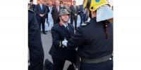Португалия: пожарный сделал предложение девушке во время парада