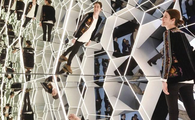 Испания: выставка зеркал в Музее CosmoCaixa