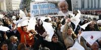 Италия: Папа раздает спальные мешки бездомным в Риме
