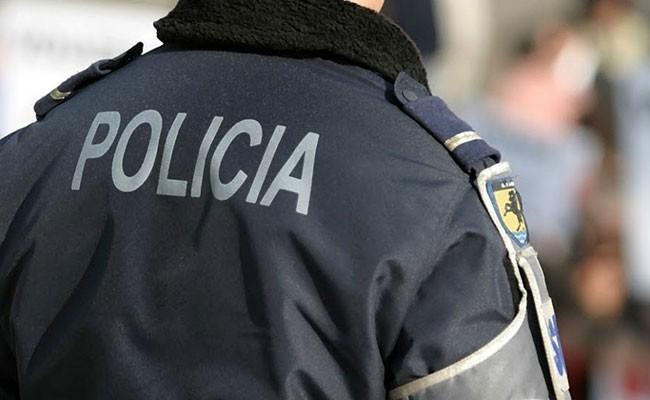 В Португалии голый мужчина подрался с полицейскими