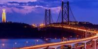 Португалия: обозревательная площадка на мосту 25 Апреля