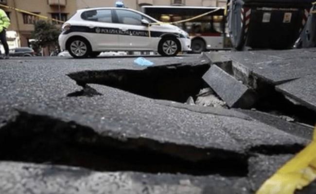 Италия: провал грунта в Риме поглотил внедорожник