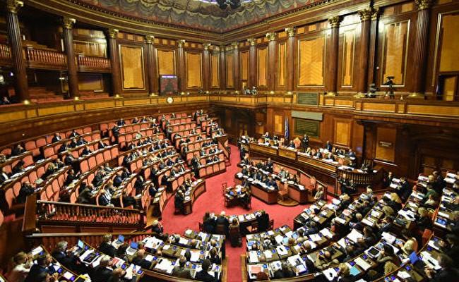 Сенат Италии поддержал сокращение числа депутатов в парламенте