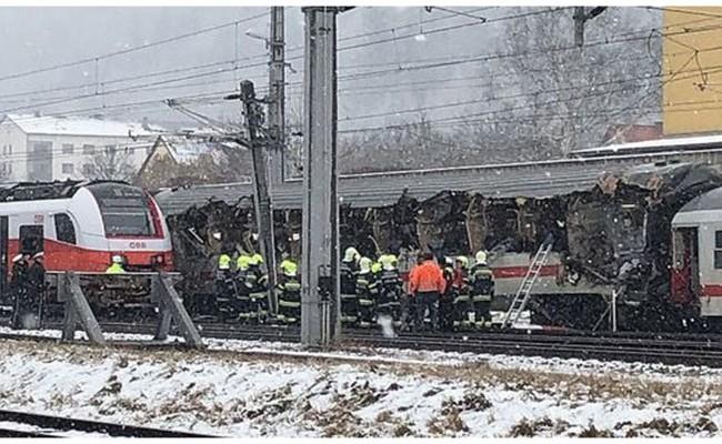 Два пассажирских поезда столкнулись в Австрии