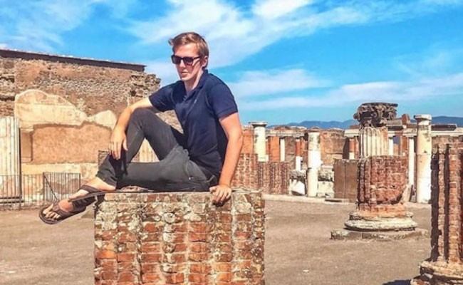Италия: Travel-блоггер извиняется за фотографию в Помпеях