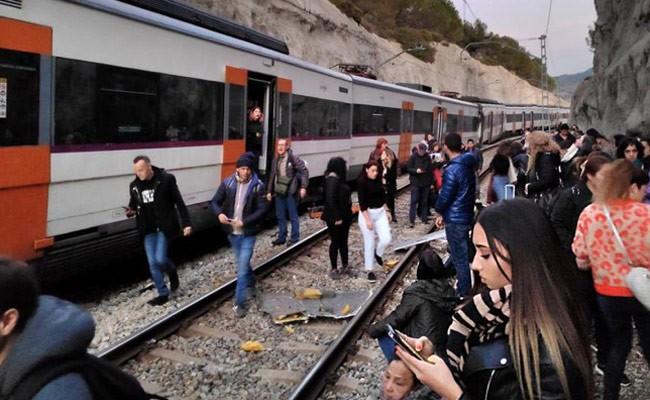 Испания: почти 100 человек пострадали при столкновении поездов