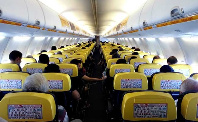 В Испании пассажиры самолета заступились за нелегала